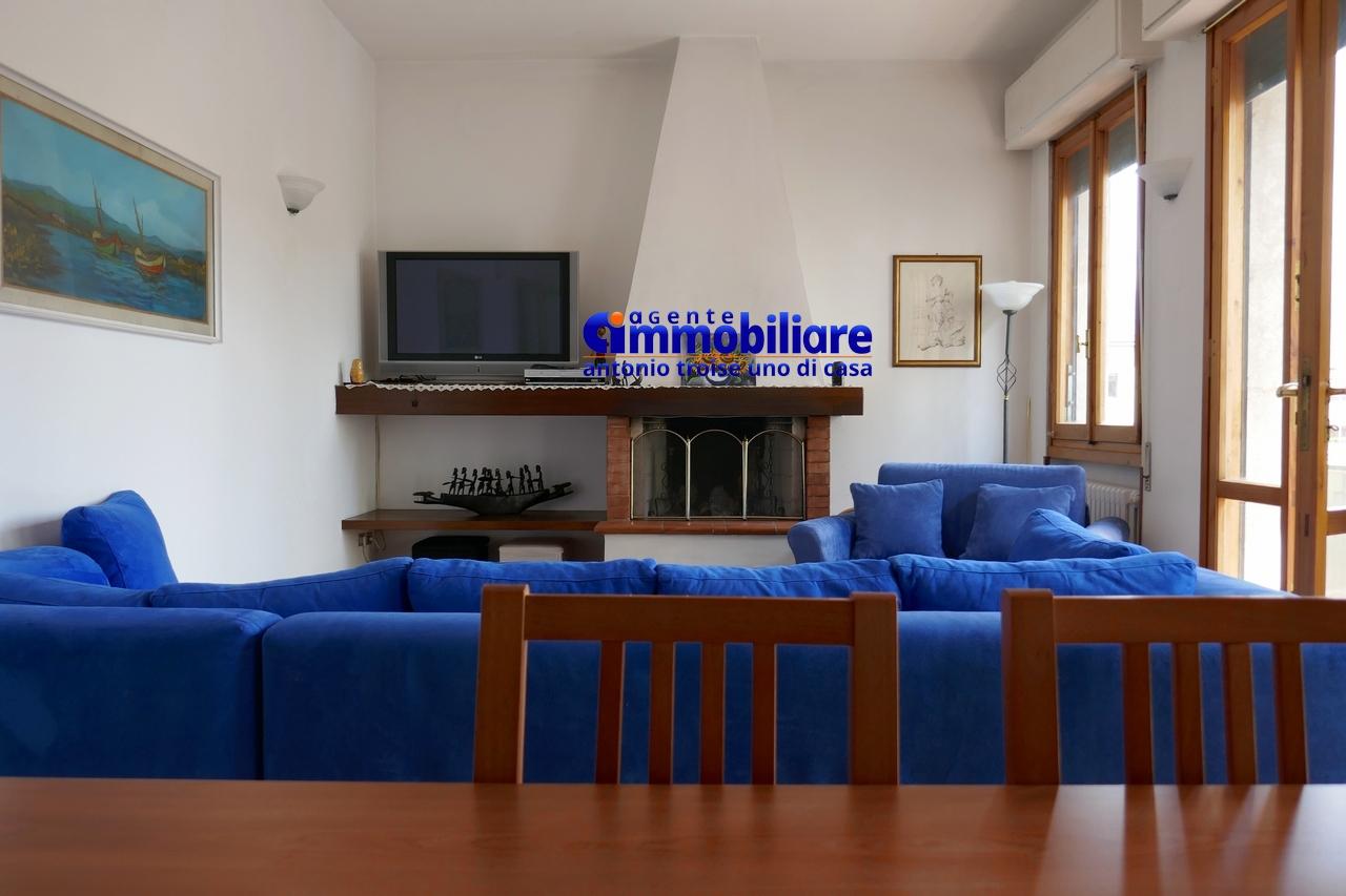Pistoia nuova vendita casa indipendente in bifamiliare for Casa in vendita con garage appartamento