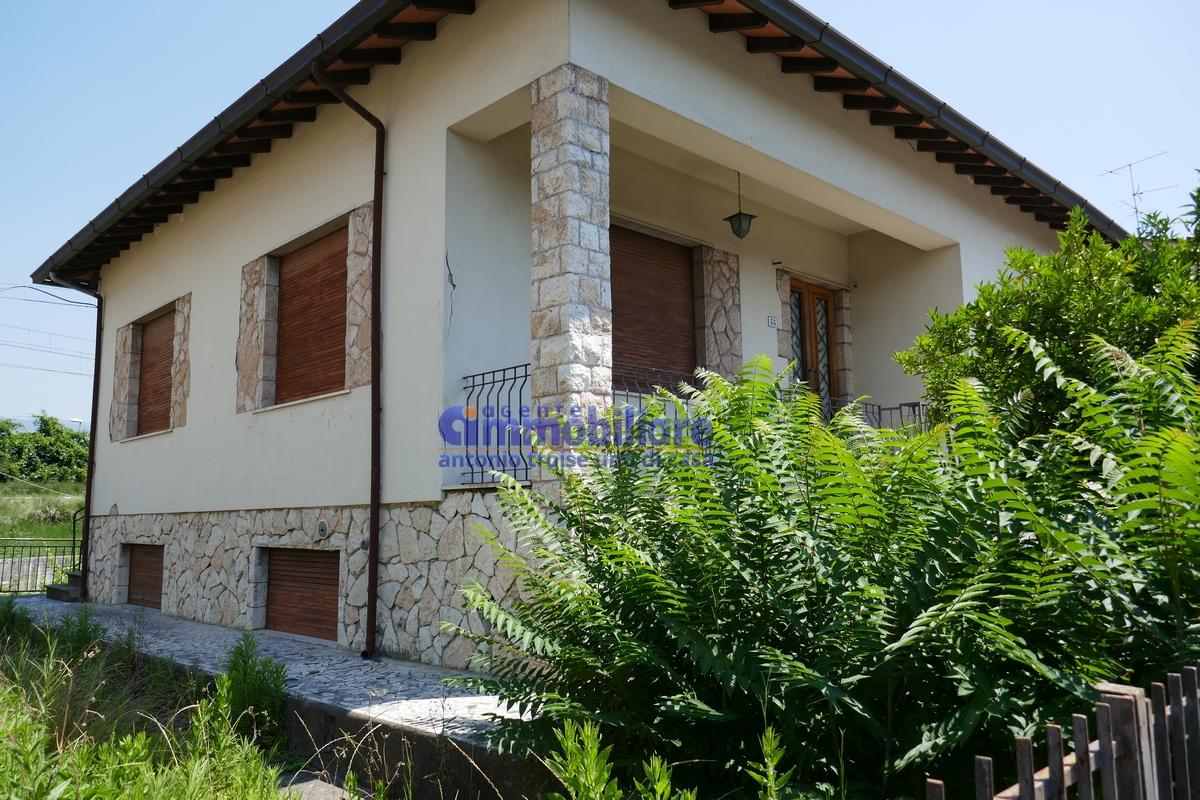 Pistoia via pratese villa bifamiliare libera 4 lati giardino rimessa troise immobiliare - Case in vendita pistoia giardino ...