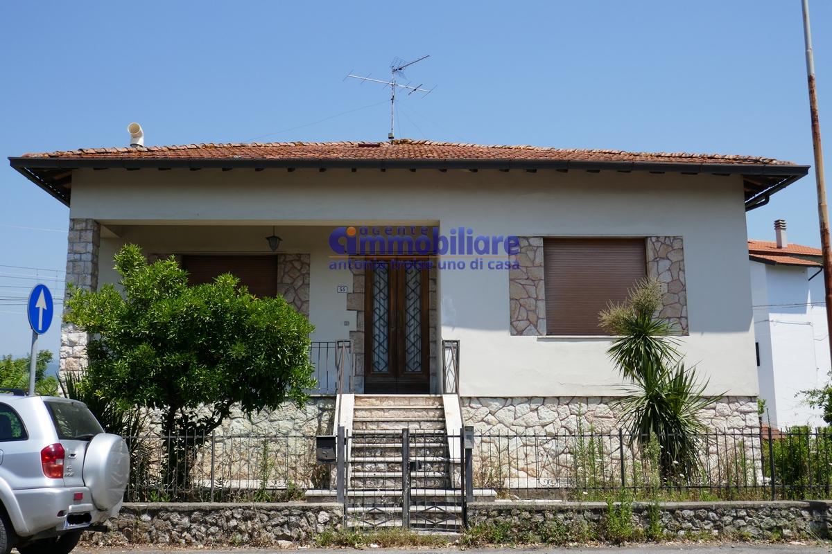 Pistoia via pratese villa bifamiliare libera 4 lati for Garage con soffitta