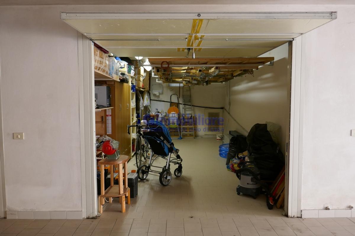 Casalguidi serravalle pistoiese vendita appartamento con for Casa con grande garage