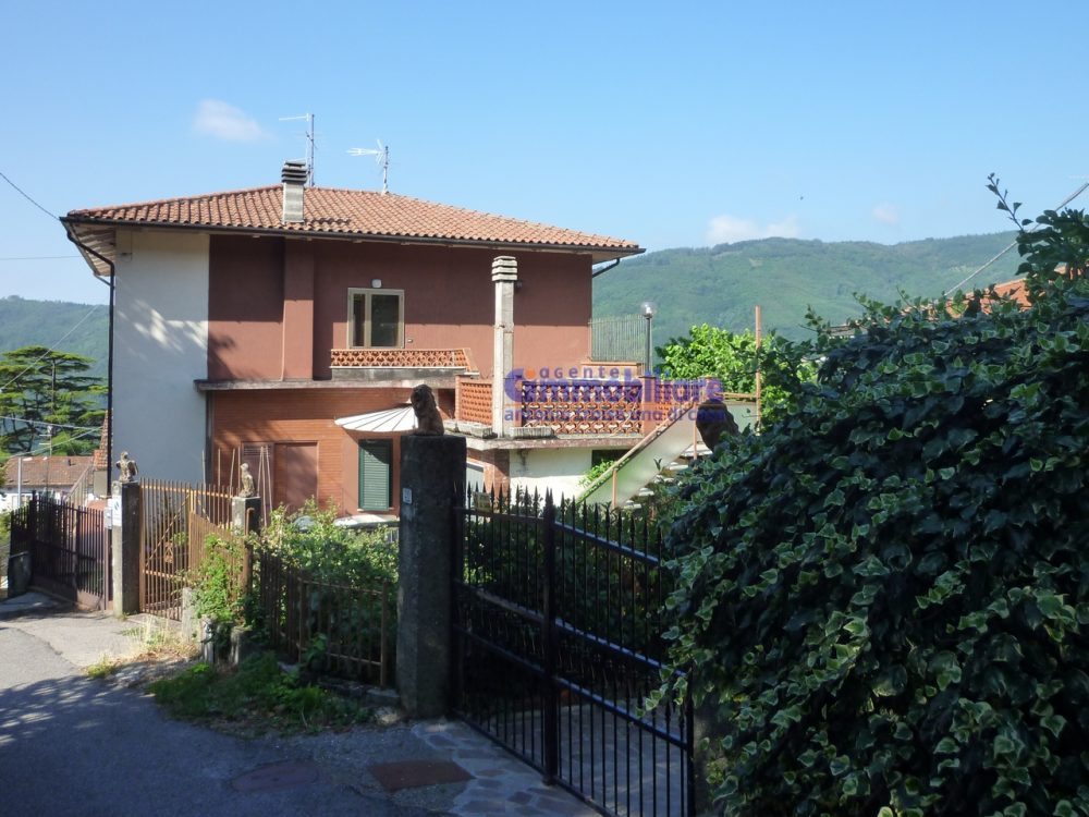 pistoia cireglio vendita casa indipendente giardino garage 12