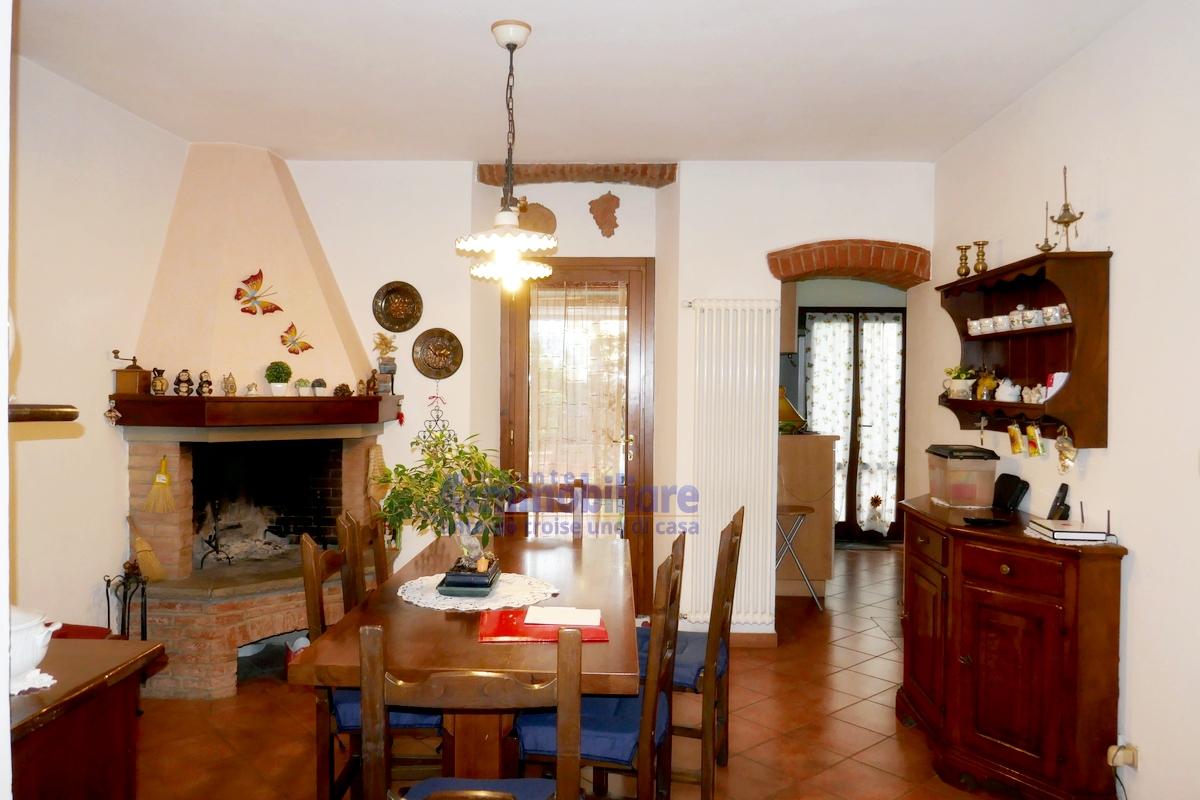 Pistoia ovest vendita casa indipendente da terratetto for Case con grandi cucine in vendita