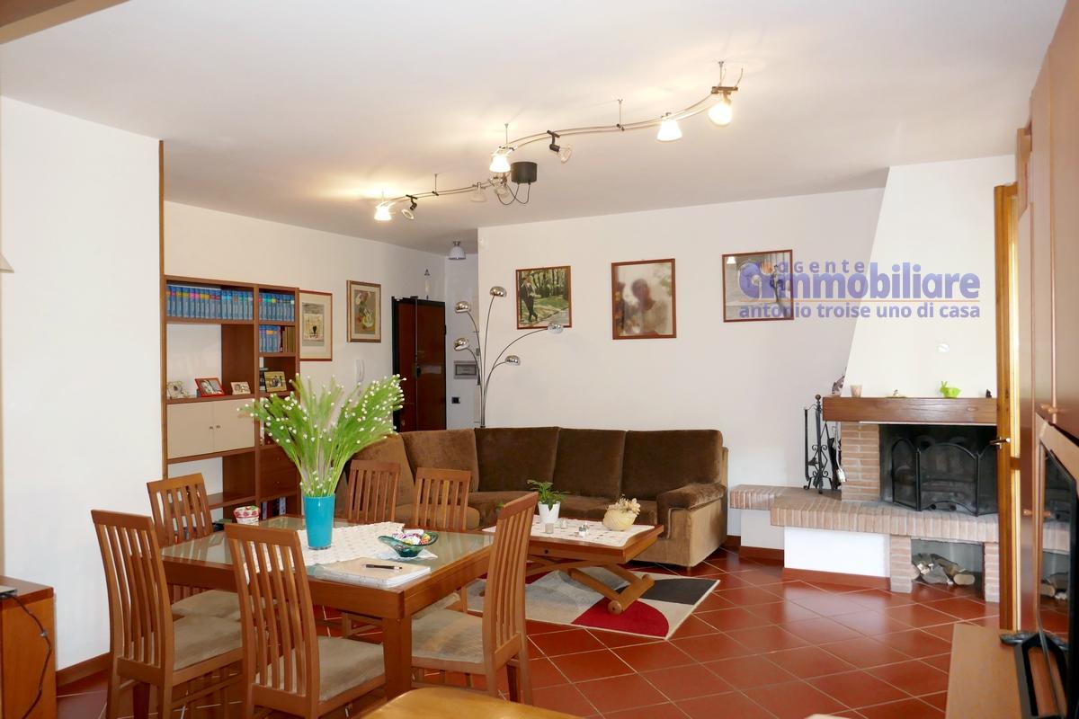 Masotti vendita appartamento con camino 4 vani 2 bagni for Appartamento sul garage