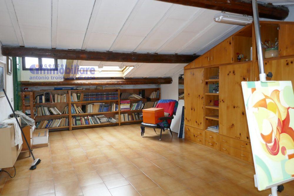 vendesi appartamento con garage mansarda terrazza abitabile pistoia centro 10