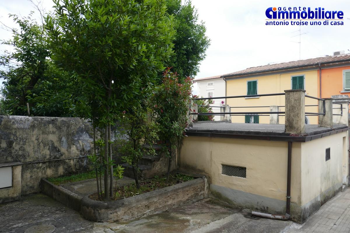 Pistoia via antonelli vendita bilocale con garage terrazza giardino orto troise immobiliare - Case in vendita pistoia giardino ...