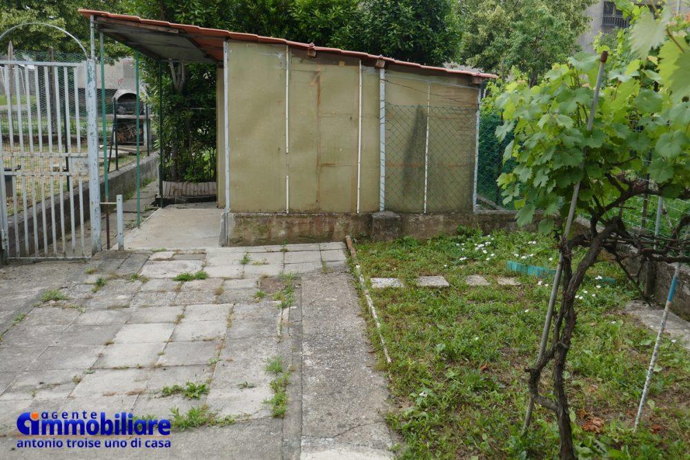 bilocale pistoia con garage e giardino orto 6