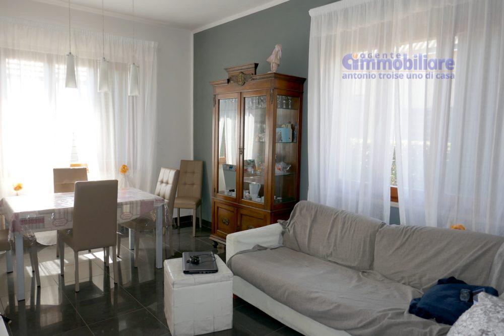 vendesi montale appartamento in bifamiliare con giardino 18
