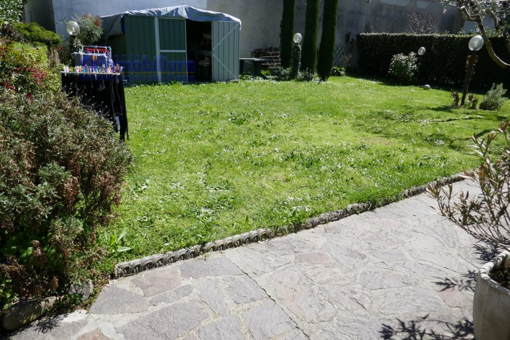 vendesi montale appartamento in bifamiliare con giardino 9