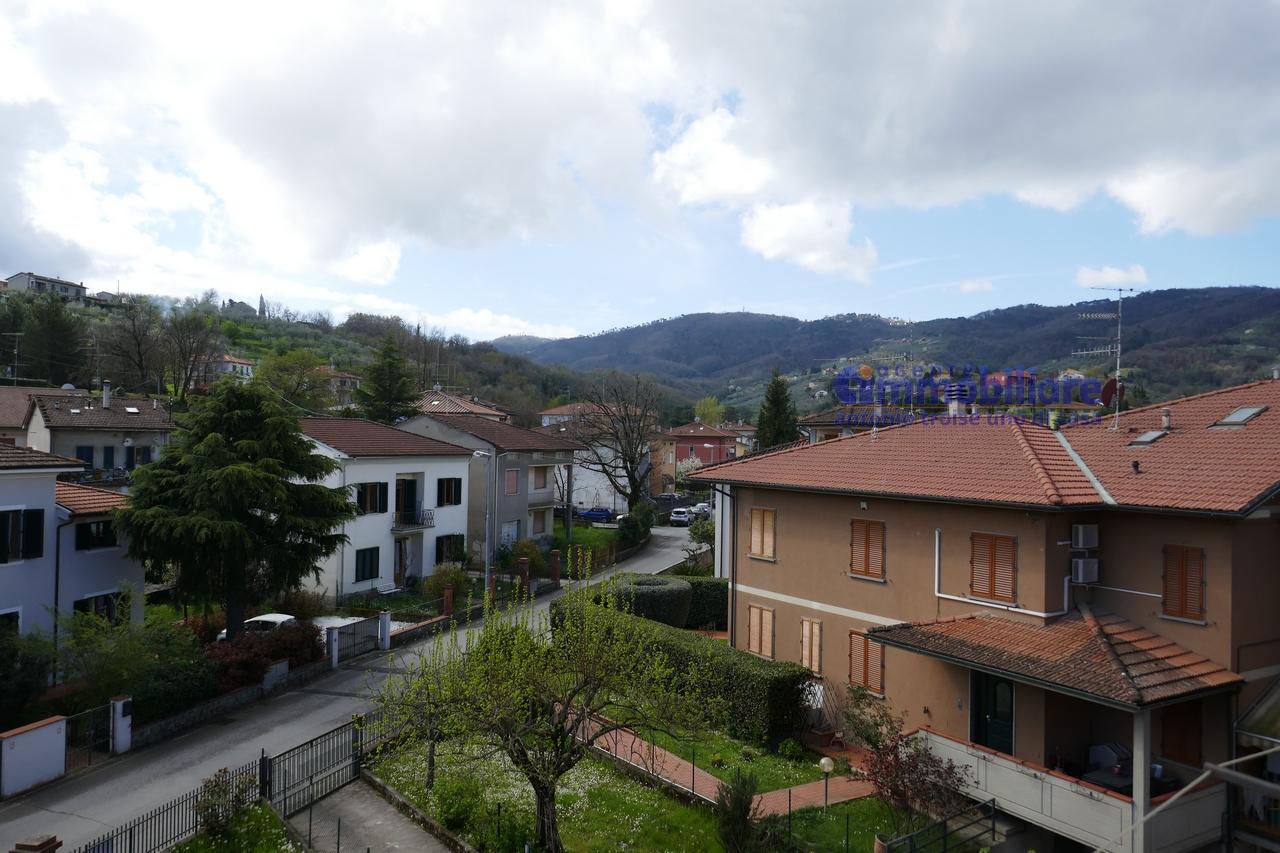 Serravalle pistoiese casalguidi vendita appartamento in bifamiliare con giardino troise - Case in vendita pistoia giardino ...