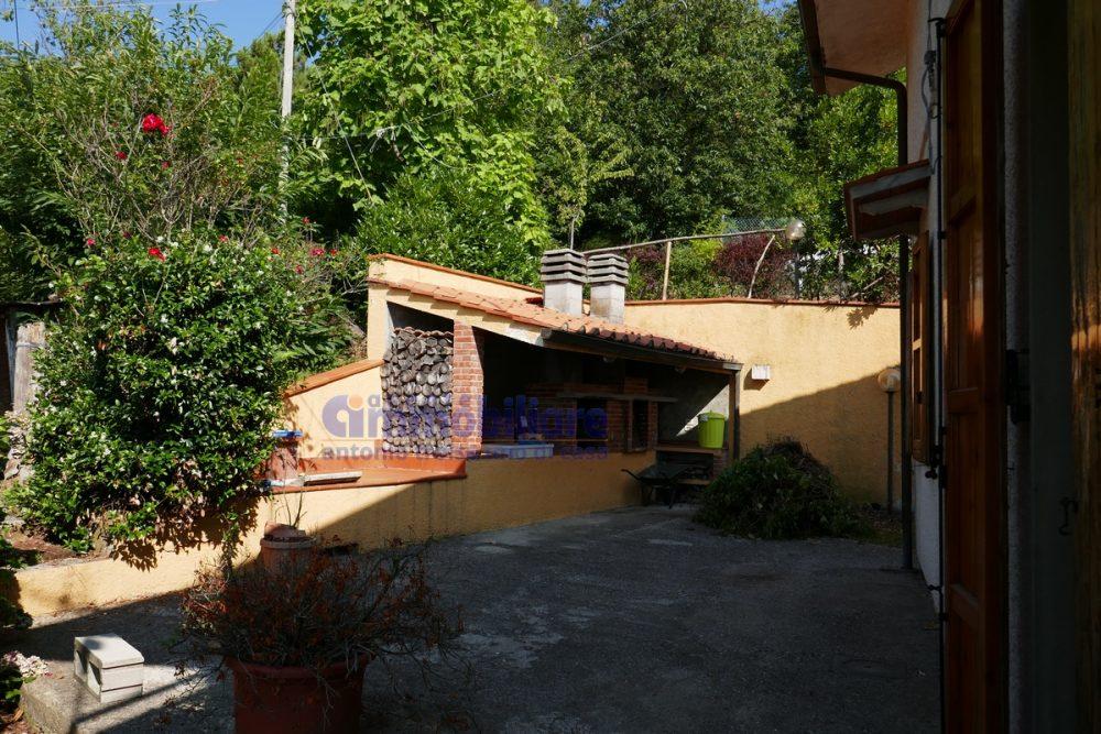 vendesi villa libera 4 lati giardino terrazza portico pistoia momigno 15