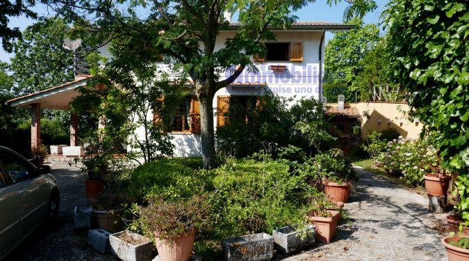 Vendita affitto immobili pistoia immobiliare carratica - Case in vendita pistoia giardino ...