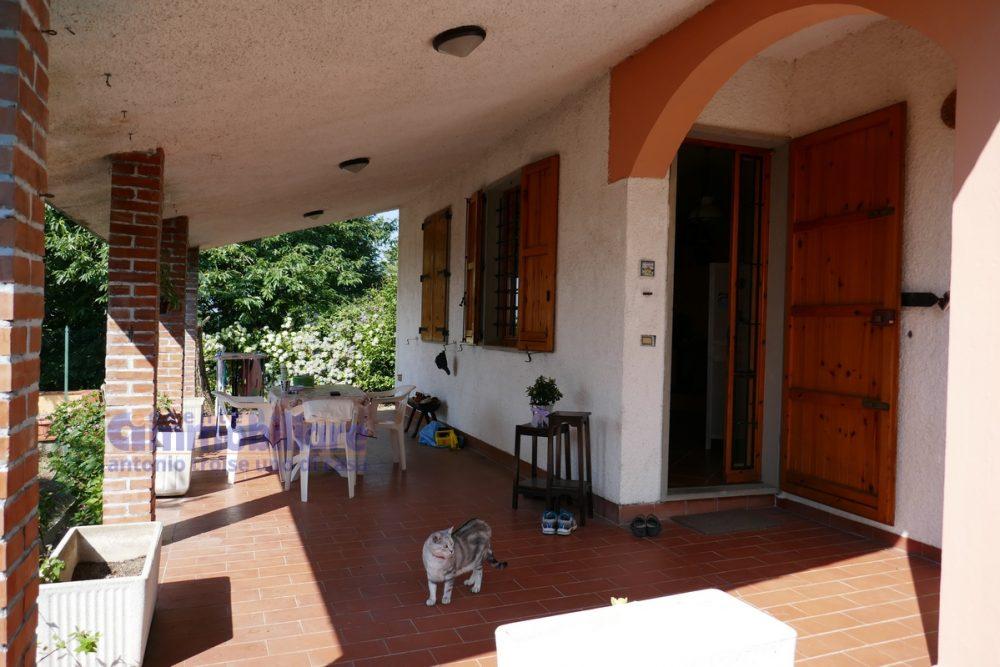 vendesi villa libera 4 lati giardino terrazza portico pistoia momigno 18