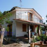 vendesi villa libera 4 lati giardino terrazza portico pistoia momigno 19