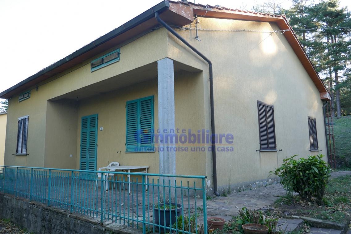 Pistoia collinare vendita villetta viareggina libera sui 4 lati giardino terreno troise - Case in vendita pistoia giardino ...