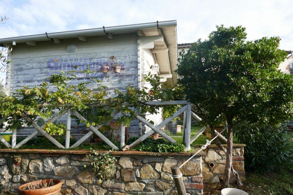 vendesi pistoia quarrata colonica panoramica giardino 55