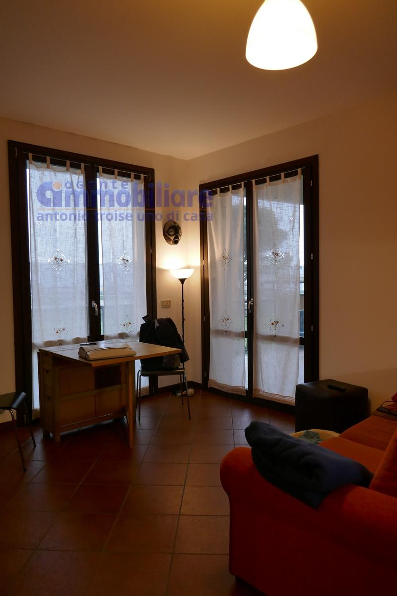 Vendesi appartamento bilocale con terrazza vivibile 10 for Vendesi appartamento