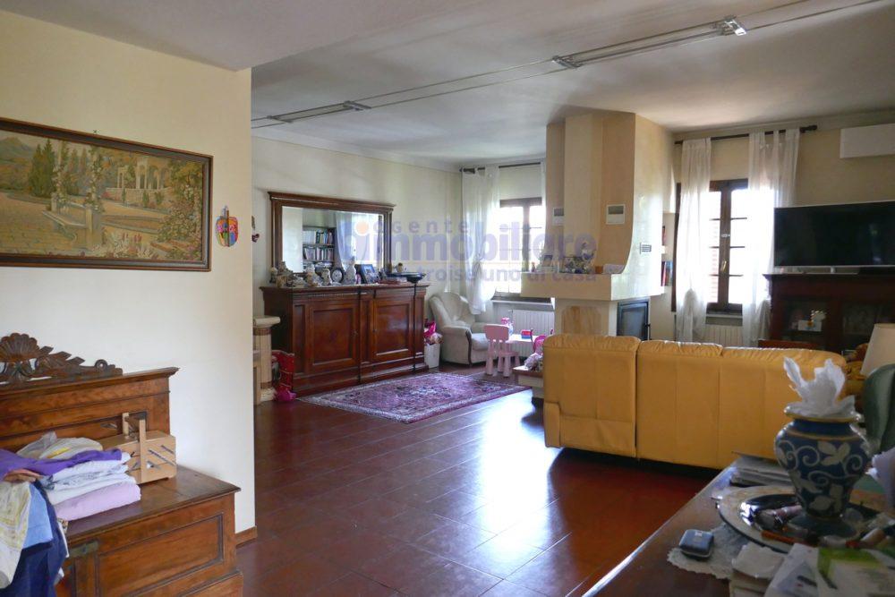 pistoia 2 appartamenti in villa libera 4 lati 3
