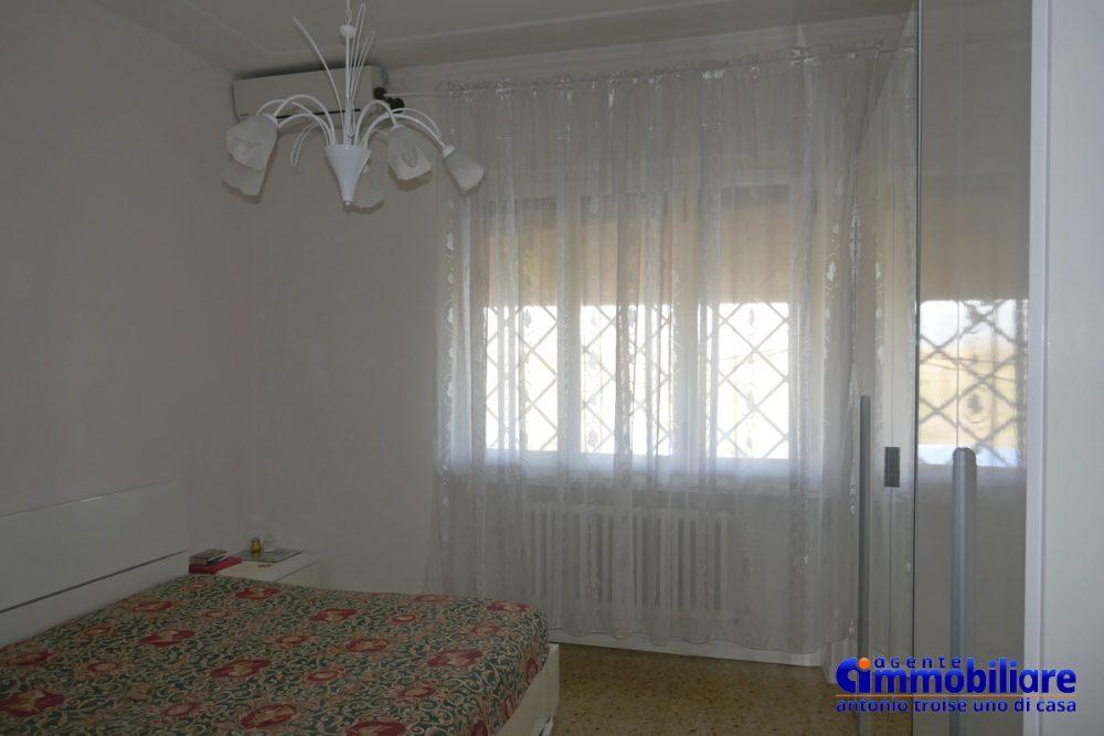vendesi villa bifamiliare 2 appartamenti 15