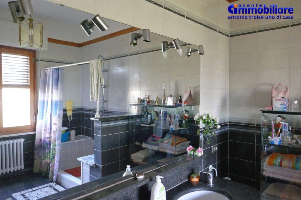 vendesi villa bifamiliare 2 appartamenti 16