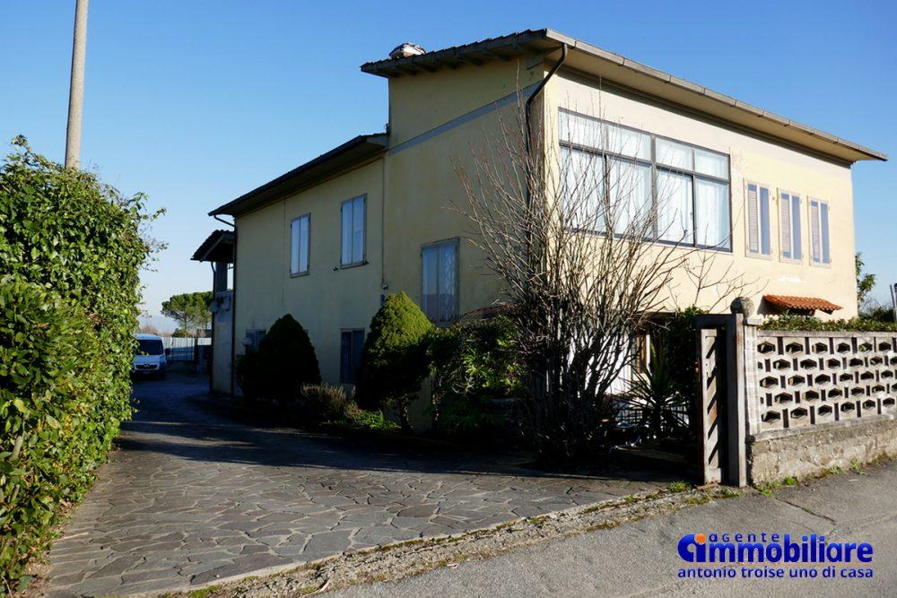 vendesi villa bifamiliare 2 appartamenti 23