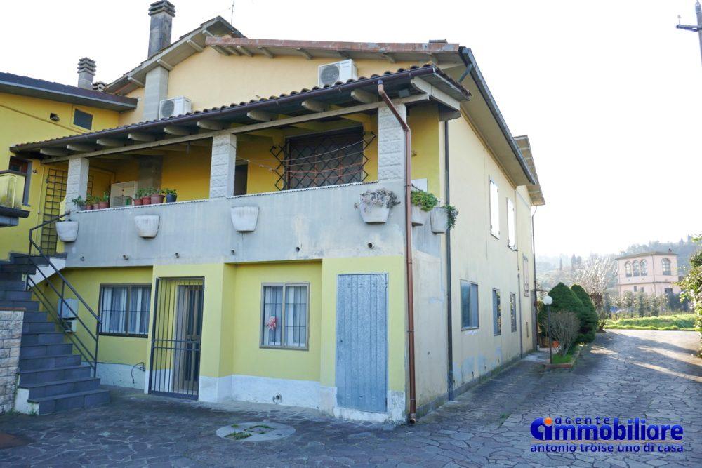 vendesi villa bifamiliare 2 appartamenti 24