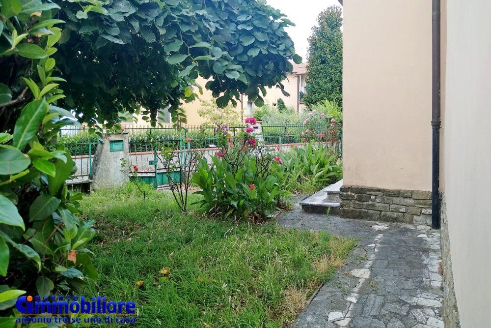 pistoia vendesi casa indipendente con giardino 8