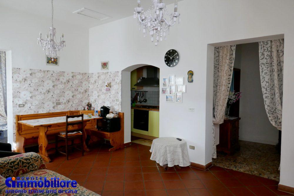 vendesi villa bifamiliare 2 appartamenti 31