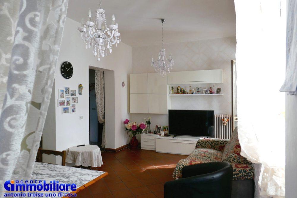 vendesi villa bifamiliare 2 appartamenti 36