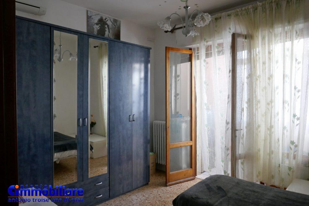 vendesi villa bifamiliare 2 appartamenti 47
