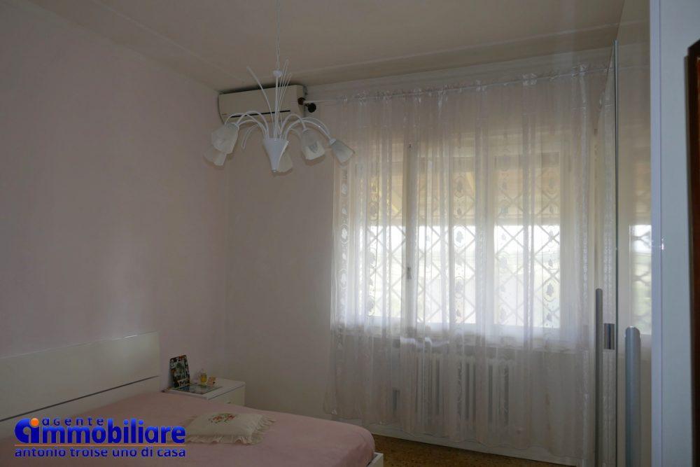 vendesi villa bifamiliare 2 appartamenti 54