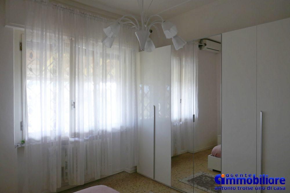 vendesi villa bifamiliare 2 appartamenti 58