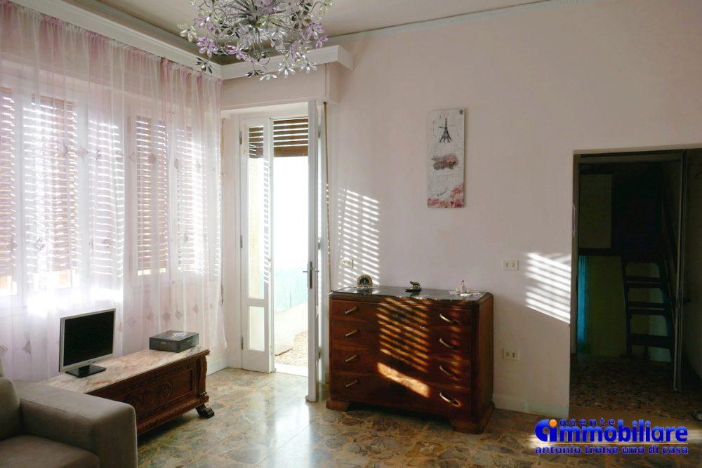 vendesi villa bifamiliare 2 appartamenti 64