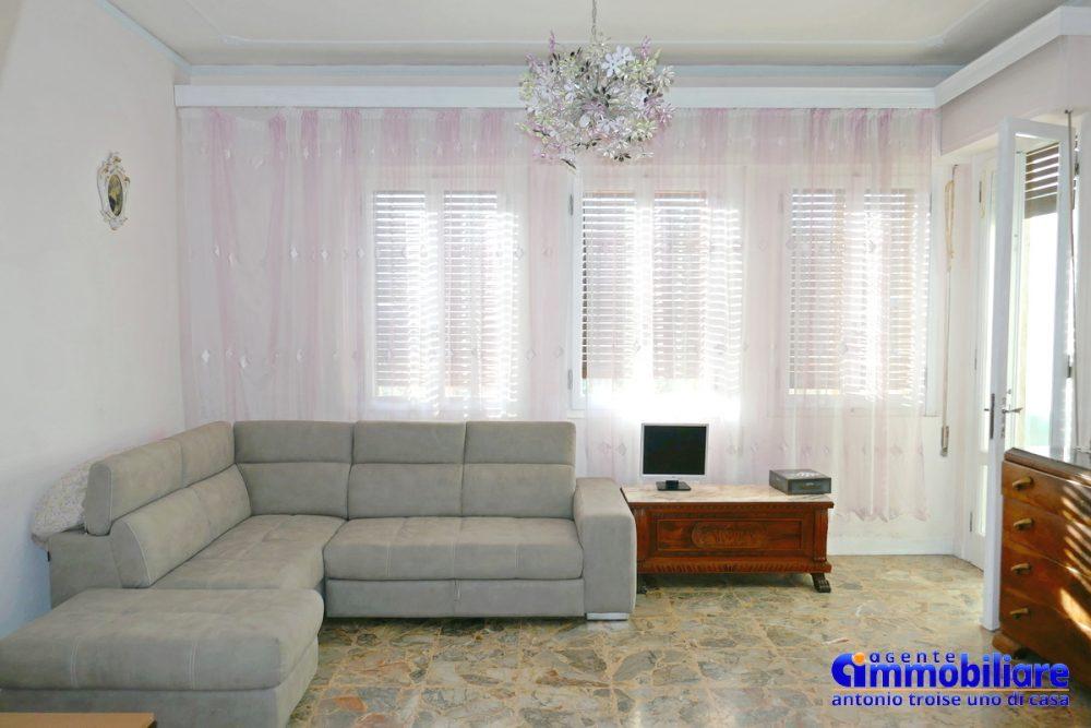 vendesi villa bifamiliare 2 appartamenti 65