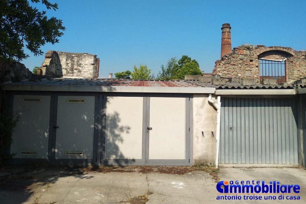 pistoia vendesi casa indipendente con garage